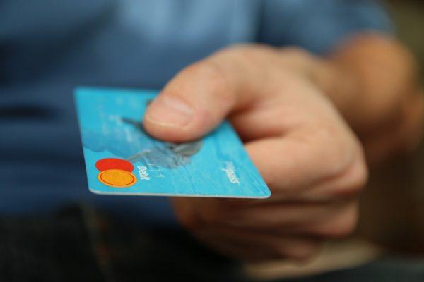 クレジットカード 規約違反 現金